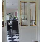 Schuifdeuren van glas-in-lood. Mooie subtiele rand die doorloopt in de twee ramen.