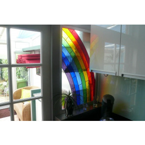 Regenboog voorzetraam (maatwerk Tiffany)